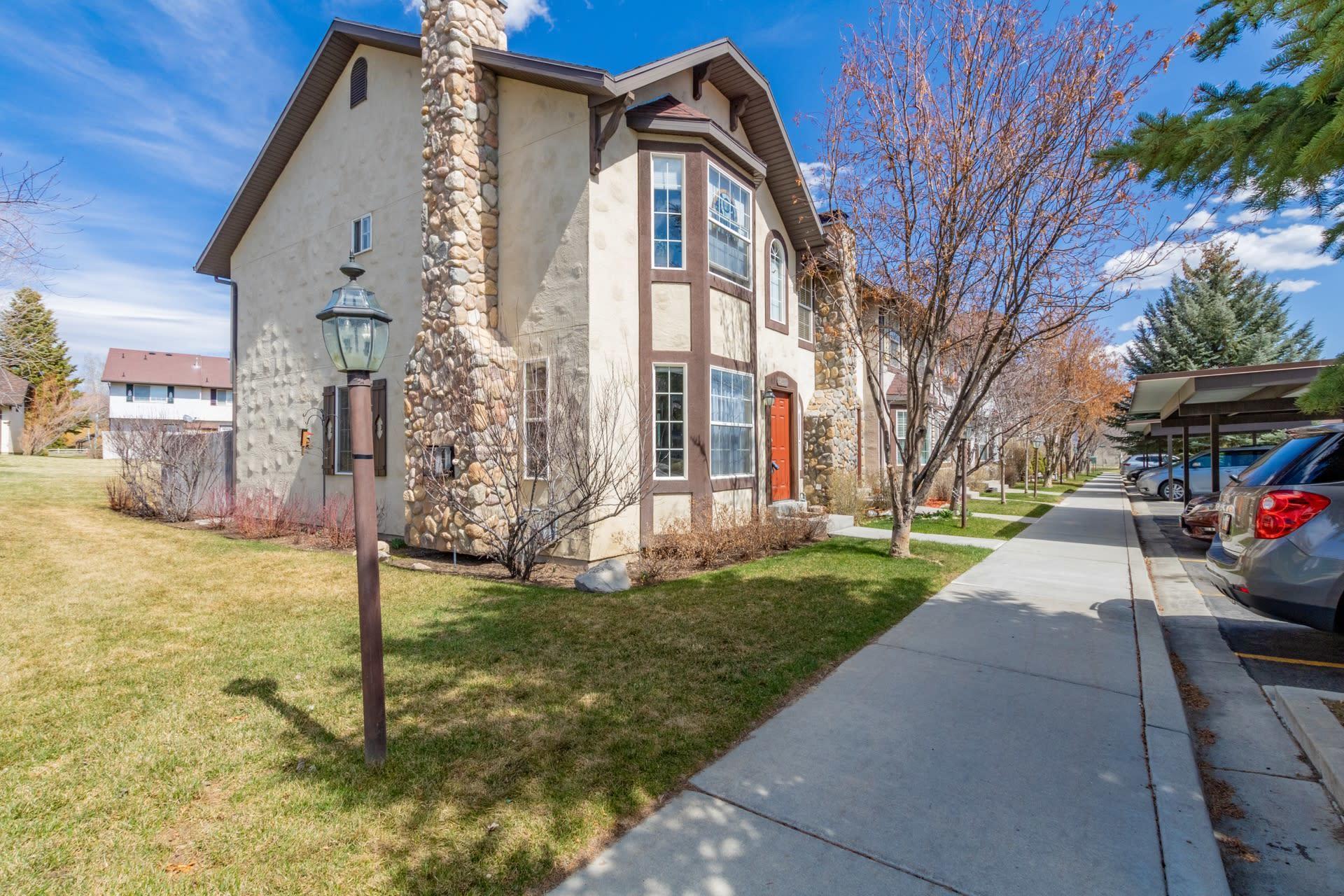 851 Zurich Lane, Midway, Utah 84049, 3 Bedrooms Bedrooms, ,2 BathroomsBathrooms,Condominium,For Sale,Zurich,12101430