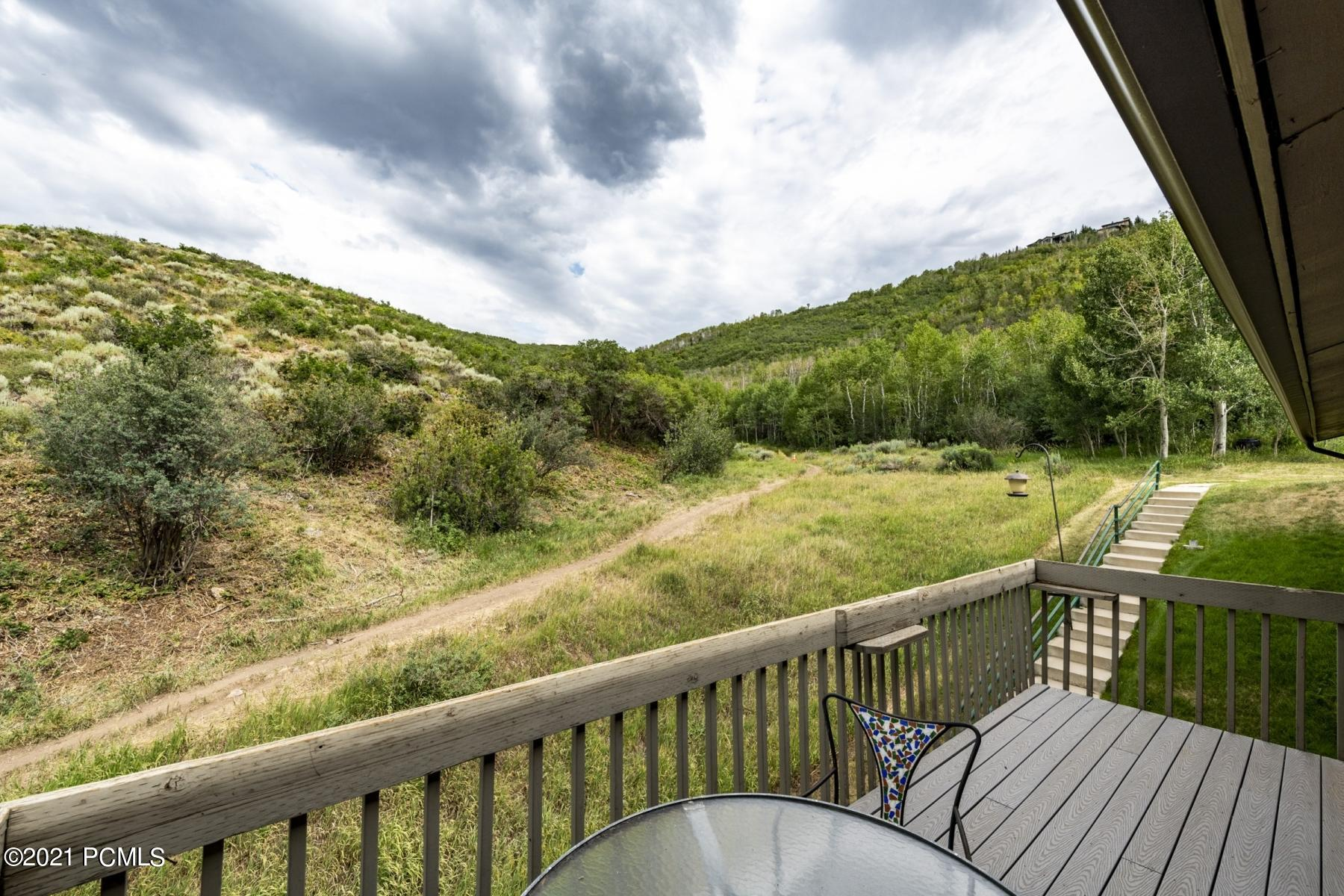 This cozy 2-bedroom Iron Horse condo is in Park City, Utah is located in the Prospector neighborhood and is central to everything in Park City. Top floor of the end of the last building and the only one with a deck. It faces open space and trails. Extremely private and quiet. Wood burning fireplace. 2-year old appliances.