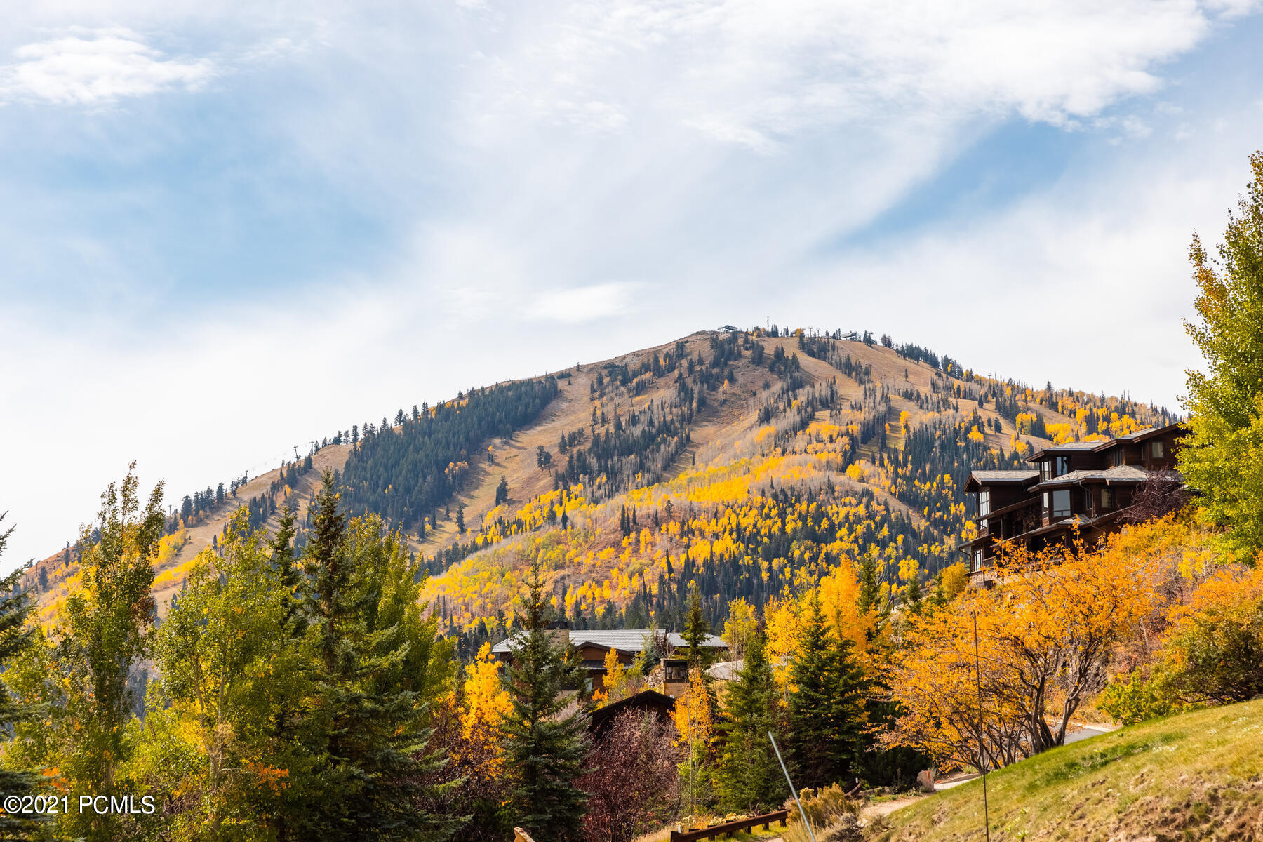 Situated in the private gated community of Deer Crest, this .87 acre homesite offers unobstructed views over the Jordanelle Reservoir, the Uinta Mountains, Heber Valley to Bald Mountain with direct ski-in ski-out access on the private Crest Ridge trail. Truly one of the best lots in Park City!