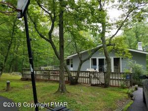 307 S Geese Ct, Bushkill, PA 18324