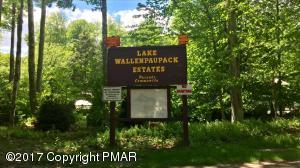 Wallenpaupack Dr, Greentown, PA 18426