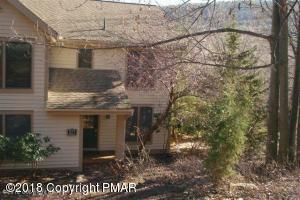 421 Oak Ct, Tannersville, PA 18372