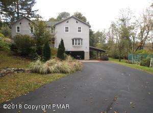 1553 Middle Rd, Stroudsburg, PA 18360