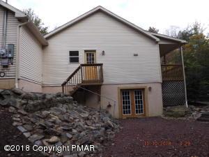 8 Laurel Ct, Gouldsboro, PA 18424