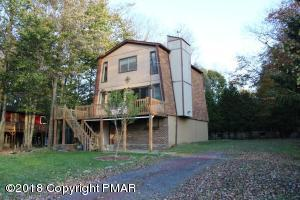 1454 Waterfront Dr, Tobyhanna, PA 18466