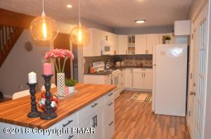 2106 Pine Valley Dr, Tobyhanna, PA 18466