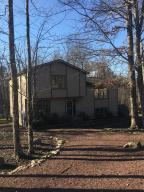 151 Oakenshield Dr, Tamiment, PA 18371