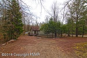 5 Bruin Ct, Lake Harmony, PA 18624
