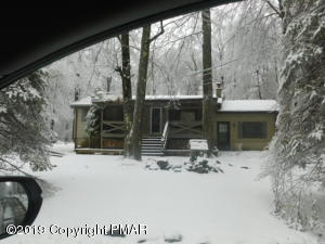 1017 Cayuga Dr, Gouldsboro, PA 18424