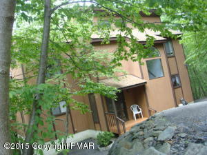1035 Hampstead Road, Bushkill, PA 18324