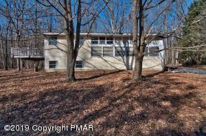 2BD/1BTH Raised Ranch on 0.86 wooded acres in Robin Hood Lake.