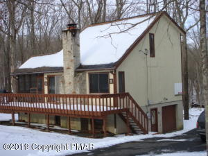 1541 Oak Lane, Bushkill, PA 18324