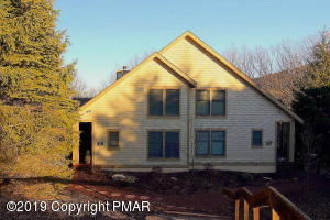 416 Hickory Dr, Tannersville, PA 18372