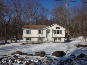 1111 Hunters Woods Dr, East Stroudsburg, PA 18301