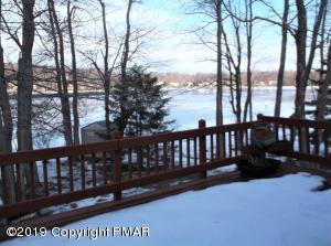1443 Waterfront Dr, Tobyhanna, PA 18466
