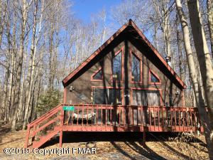 417 Quaker Ct, Pocono Lake, PA 18347