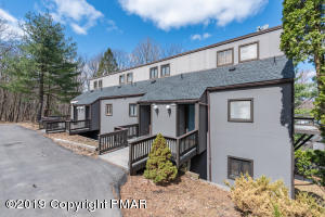 25 Middle Village Way, Tannersville, PA 18372