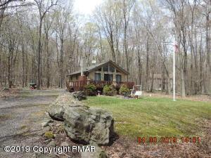 115 W Lake Dr, Gouldsboro, PA 18424