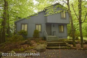 2448 Overlook Ln, Pocono Pines, PA 18350