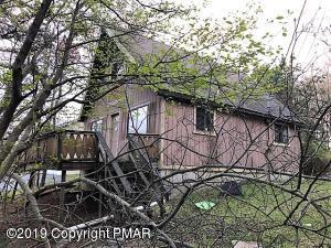1222 Clover Rd, Long Pond, PA 18334