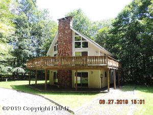 18 Mountain Glen Dr, Gouldsboro, PA 18424