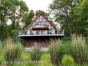 1330 Waterview Dr, Scotrun, PA 18355