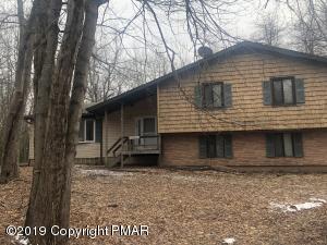 115 Pawnee Ct, Long Pond, PA 18334