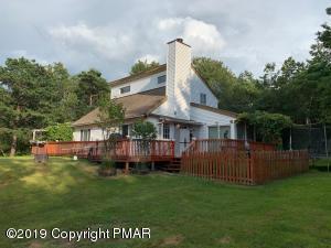 128 English Ivy Ct, Long Pond, PA 18334