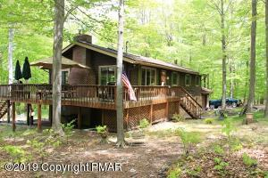 32 Mountainside Dr, Gouldsboro, PA 18424