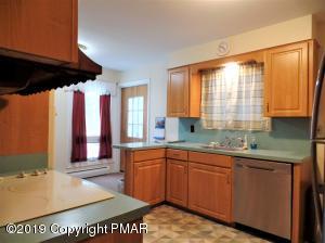 3137 Hemlock Hill Rd, Pocono Pines, PA 18350