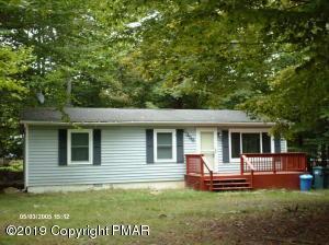 7506 Crestview Dr, Tobyhanna, PA 18466
