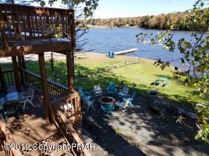 1333 Arrowhead Dr, Pocono Lake, PA 18347