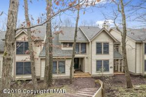 427 Oak Ct, Tannersville, PA 18372