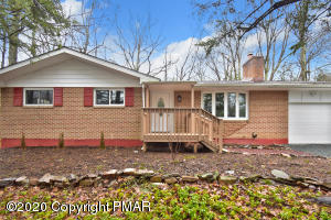 1154 Thunder Dr, Pocono Summit, PA 18346