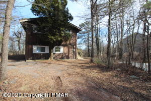 1047 Clover Rd, Long Pond, PA 18334