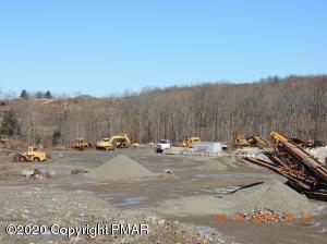 174 Quarry Ln, Cresco, PA 18326