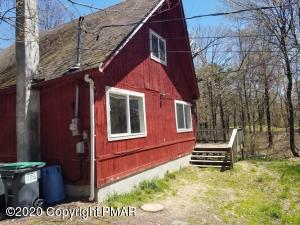 115 Country Ct, Long Pond, PA 18334