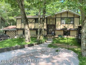 358 Scotch Pine Dr, Pocono Summit, PA 18346