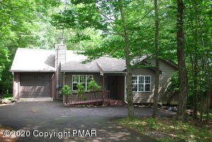 86 Mountainside Dr, Gouldsboro, PA 18424
