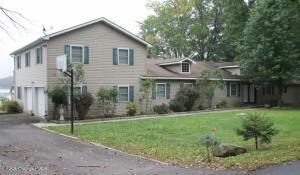 1037 Arrowhead Dr, Pocono Lake, PA 18347