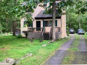 433 Underhill Dr, Tamiment, PA 18371