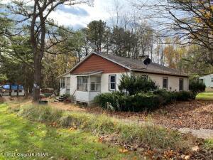 9045 Robinhood Dr, Kunkletown, PA 18058