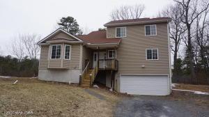 398 Gold Finch Rd, Bushkill, PA 18324