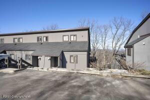 221 Cross Country Ln, Tannersville, PA 18372