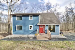 910 E Venue Rd, East Stroudsburg, PA 18302