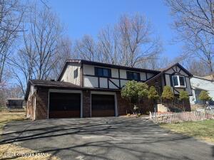 169 Murphy Cir, Bushkill, PA 18324