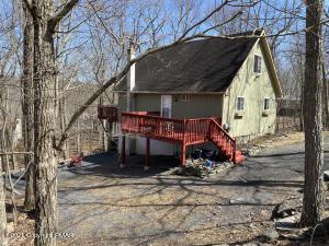 3187 Cherry Ridge Rd, Bushkill, PA 18324