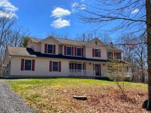 318 Canal Rd, East Stroudsburg, PA 18302