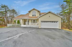 404 Clearview Dr, Long Pond, PA 18334