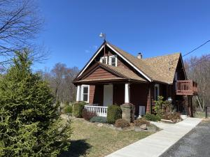 559 Post Hill Road, Henryville, PA 18332